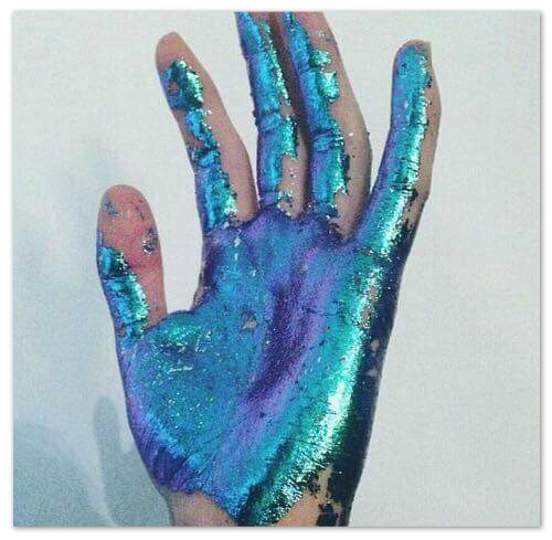 main-bleue