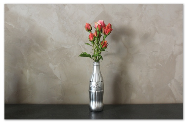 vase coca fleurs.jpg